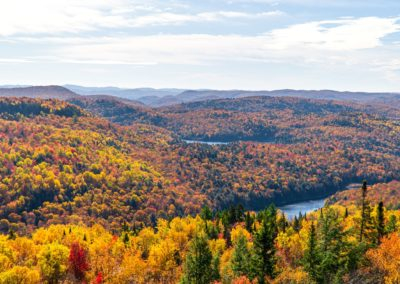 Vue automne montagne verte